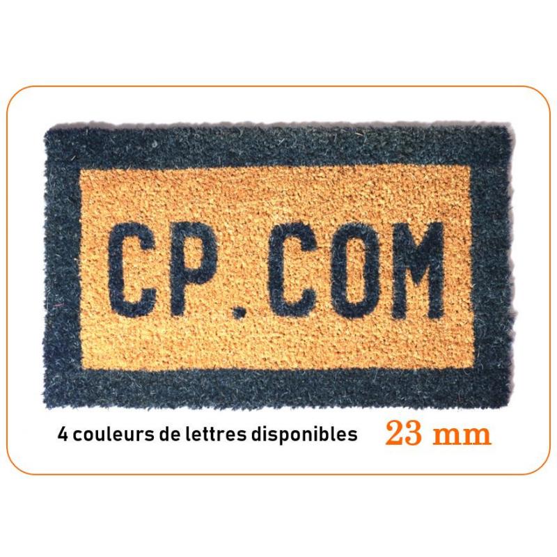 tapis brosse coco, personnalisé avec des lettres.